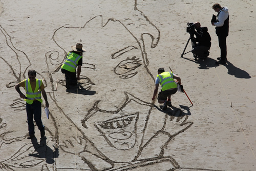Michelle Akerley sand drawing outline