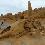 sand sculpture of buffalo bones by Jan Selen
