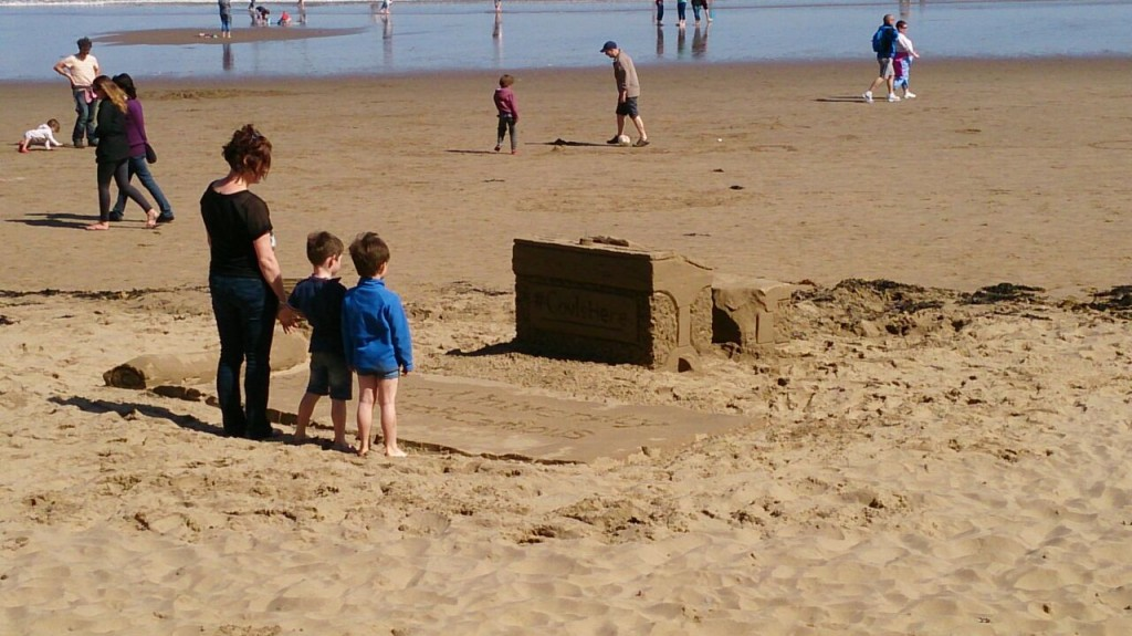 family_sand_sculpture