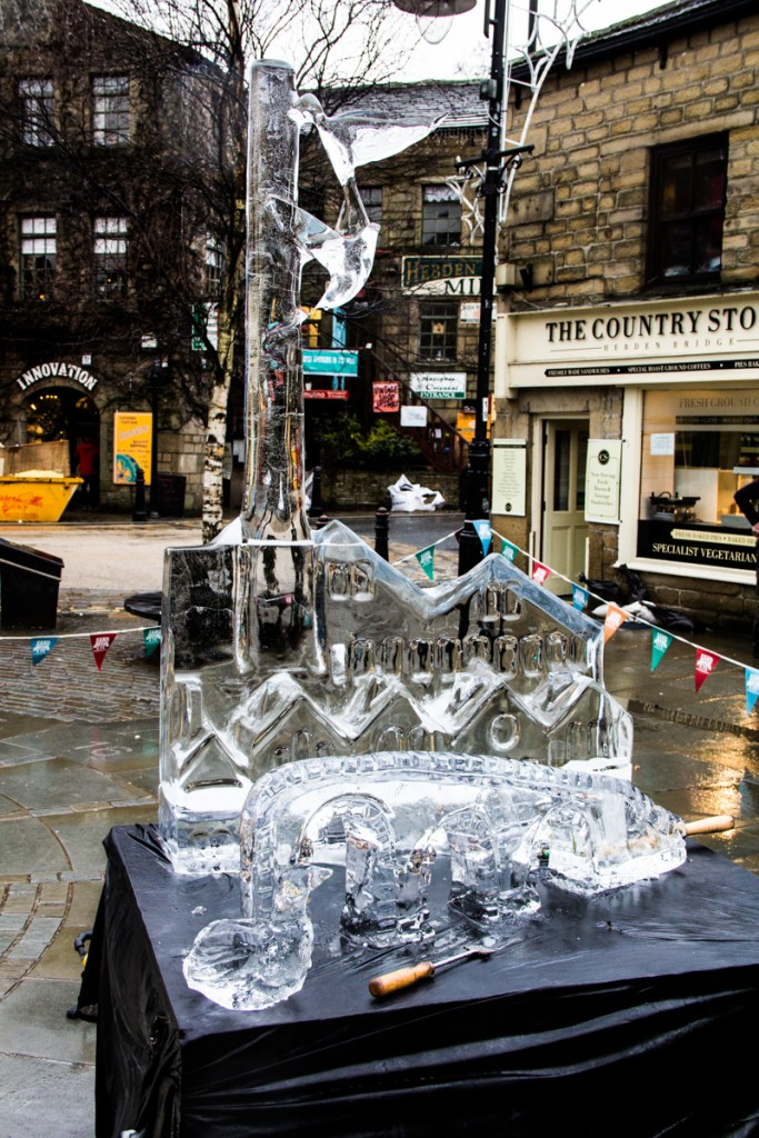 Hummingbird Ice Sculpture, winter entertainment