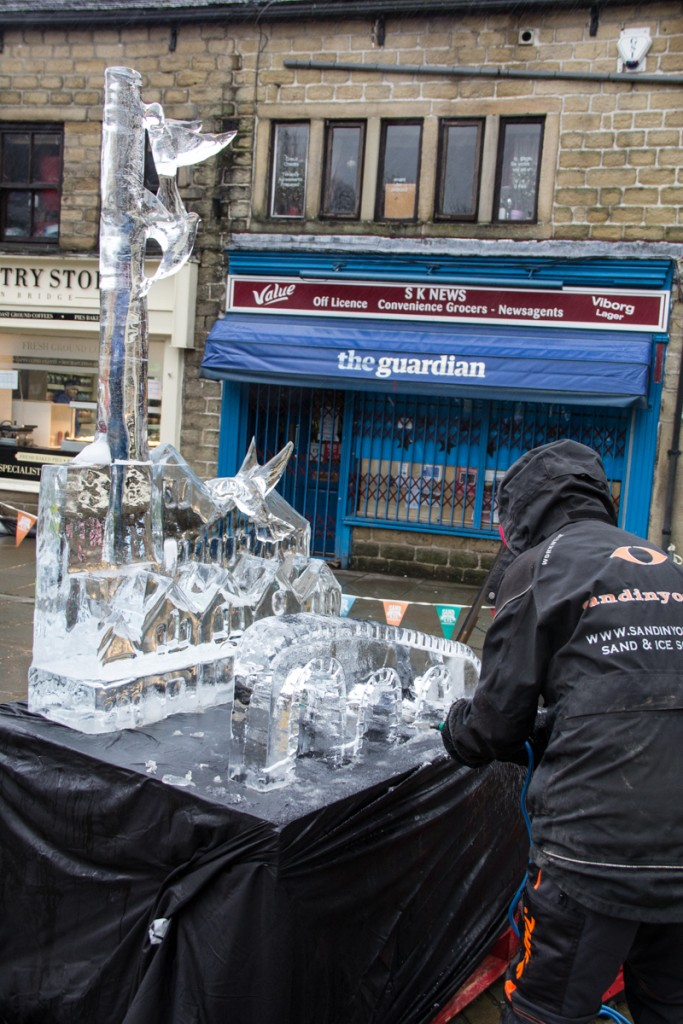 An ice sculpture to say thank you to all the volunteers