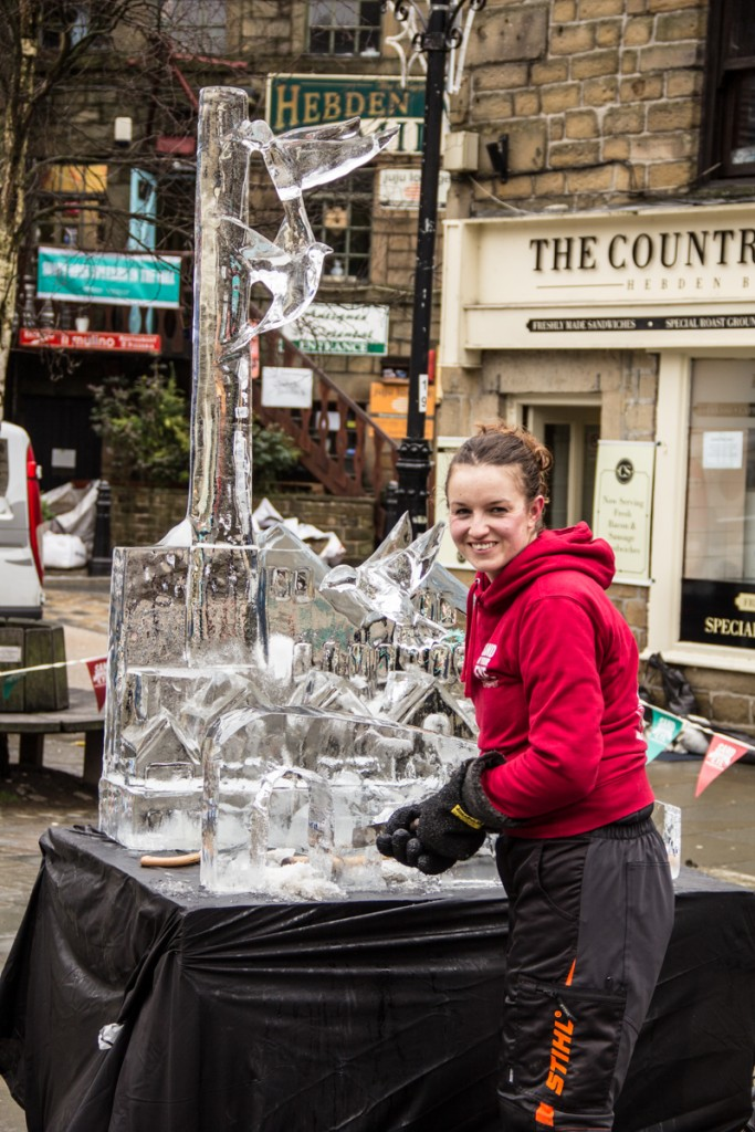 Live carve ice sculpture