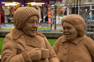 The ladies of this sand sculpture having a gossip over a cup of tea