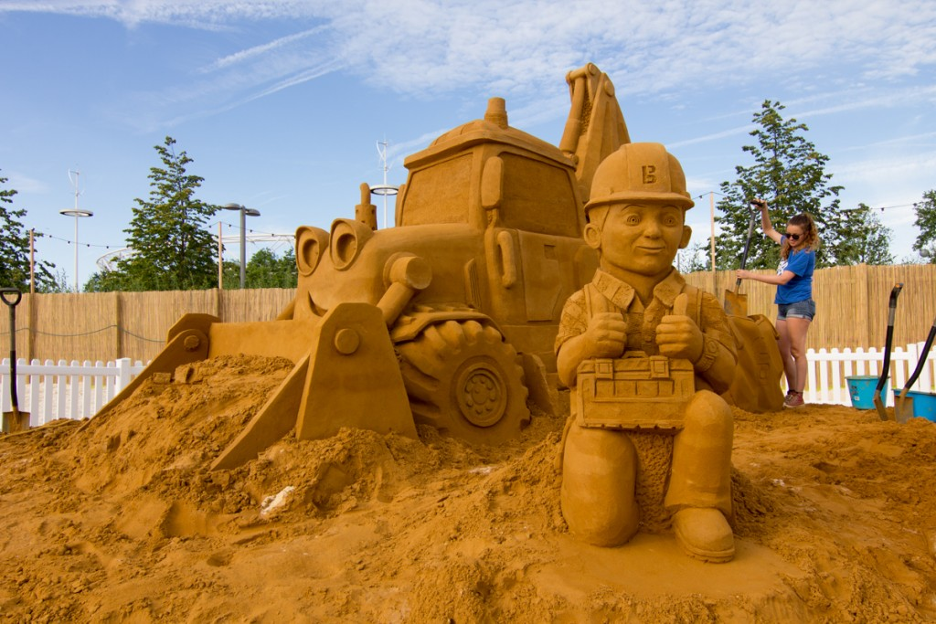 Sand sculptor Claire Jamieson with the Bob the Builder sand sculpture on a urban beach in London