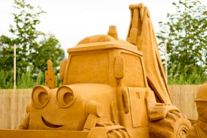 Scoop, giant sand sculpture in London