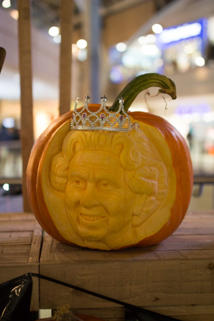 pumpkin carving portrait of the Queen made by Sand In Your Eye