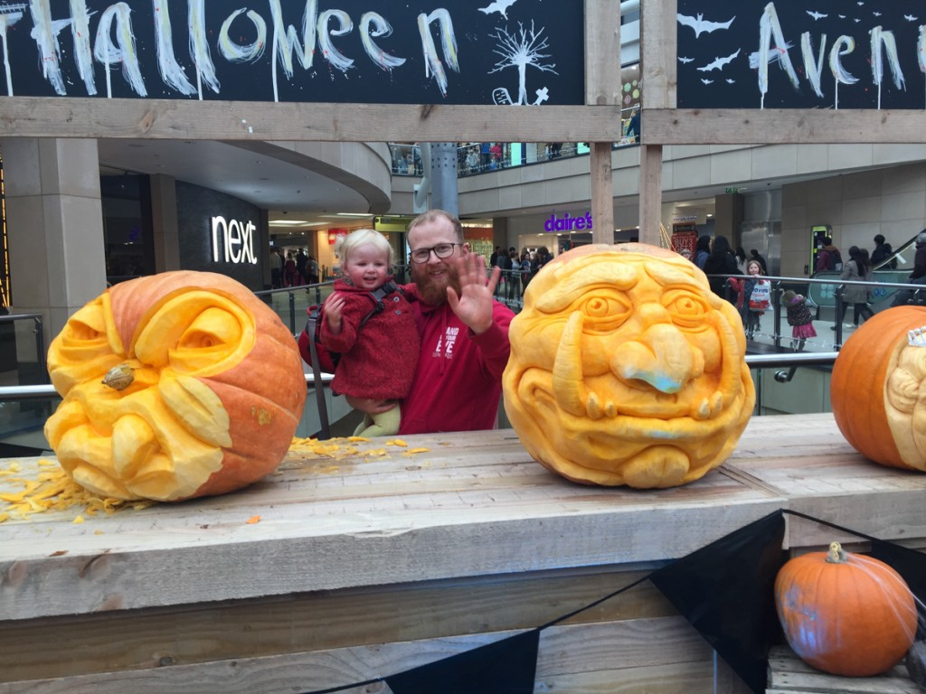 pumpkin carver, Jamie Wardley and the real Queen!