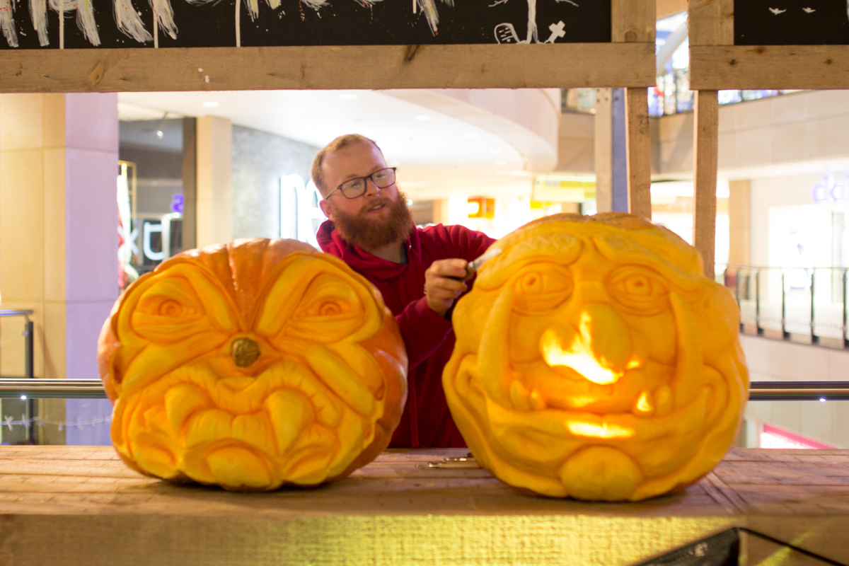 professional pumpkin carver creates a live carve and Leeds shopping Centre