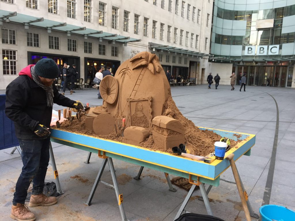 Jamie Wardley working on the pop up sand sculpture