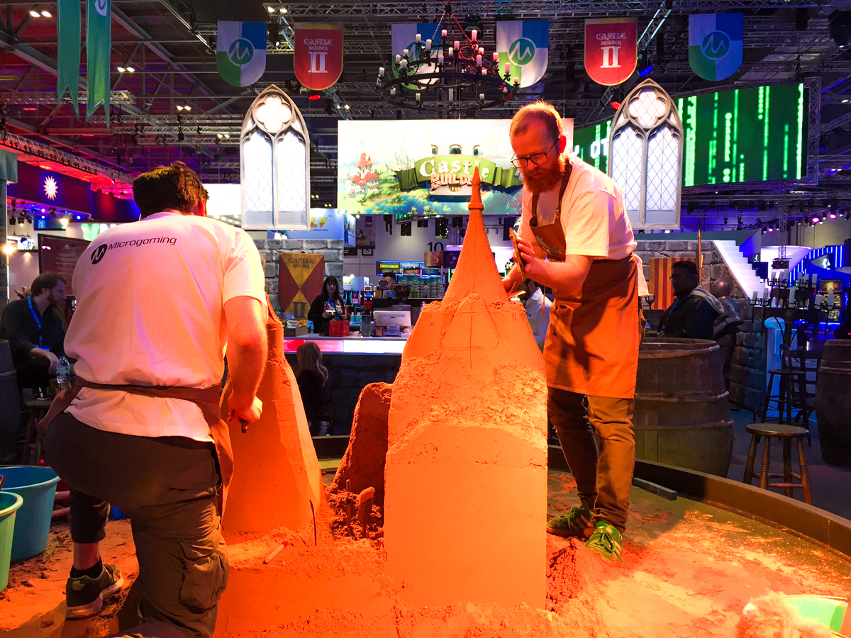Live sand sculpting, sand sculpture events