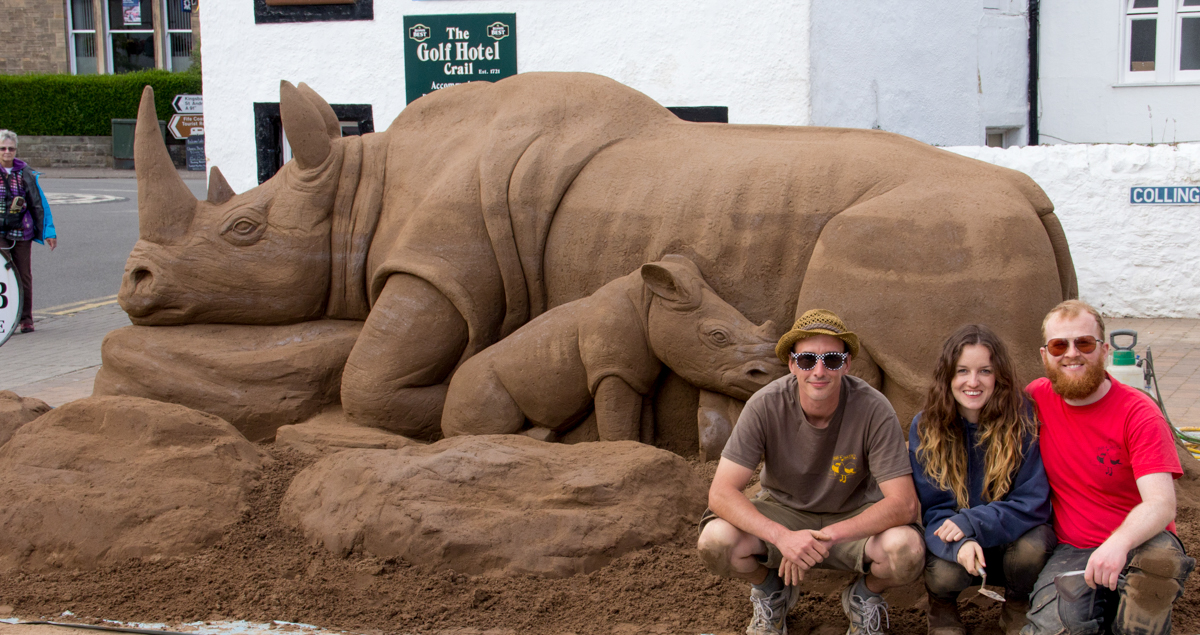 Scottish sand artist huge sand sculpture