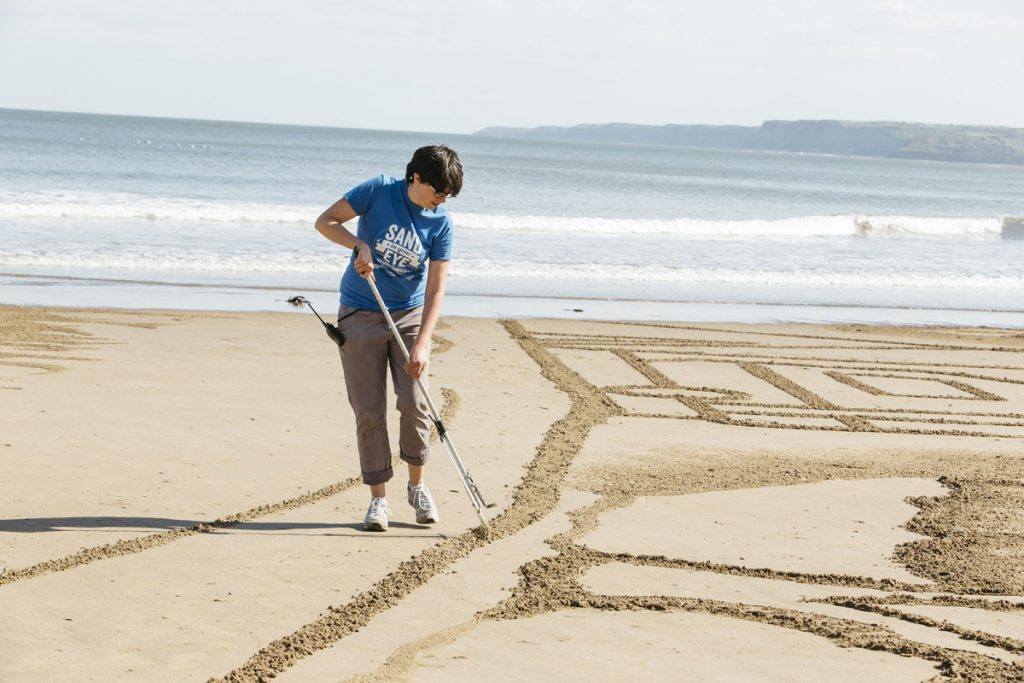 sand artist jo giant sand drawing beach events yorkshire