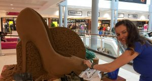 Manchester born sand Sculptor claire jamieson hull shopping centre event