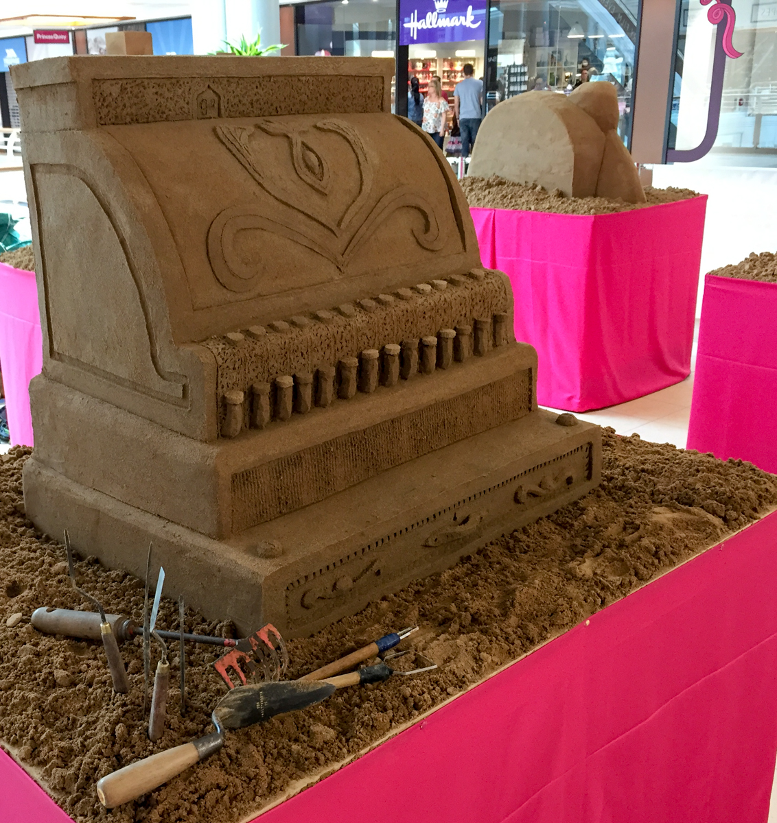 antique till shopping centre sand Sculptures semi perminant display ideas
