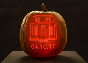 Halloween_haunted_house_pumpkin_carving