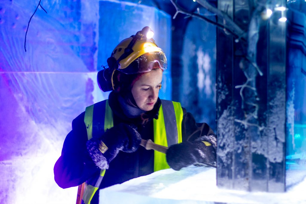 female_ice_carver_uk_claire_jamieson