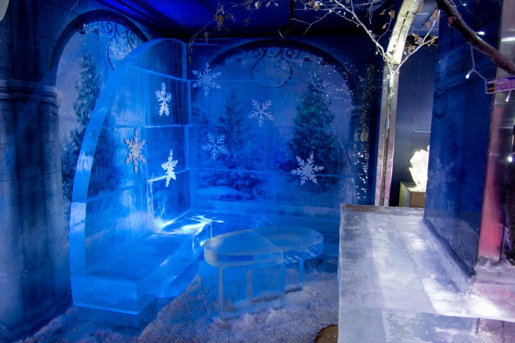 ice_booth_snowflakes_ice_bar_festival_england