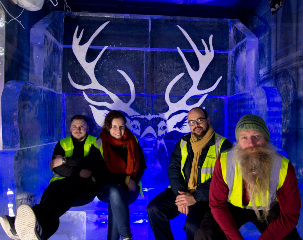 ice_sculptors_for_hire_corporate_events_ice_bar_installation_uk