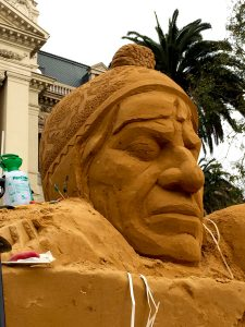 immigration_art_installation_uk_sand_sculptors