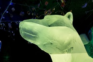 incredible_ice_sculpture_giant_arctic_animals
