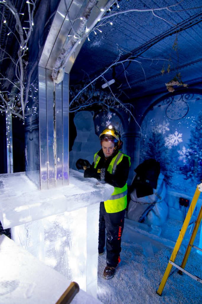 nottingham_ice_bar_installation_build_ice_sculptor