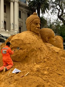 sand_in_your_eye_giant_sand_Sculpture_event