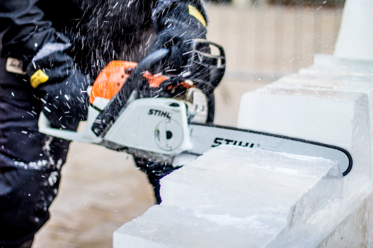 christmas_lights_switch_on_live_ice_sculpture_sculpting_chainsaws_sthil