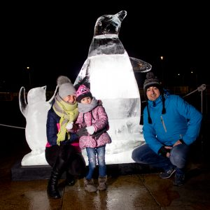 family_friendly_christmas_ice_Sculptures