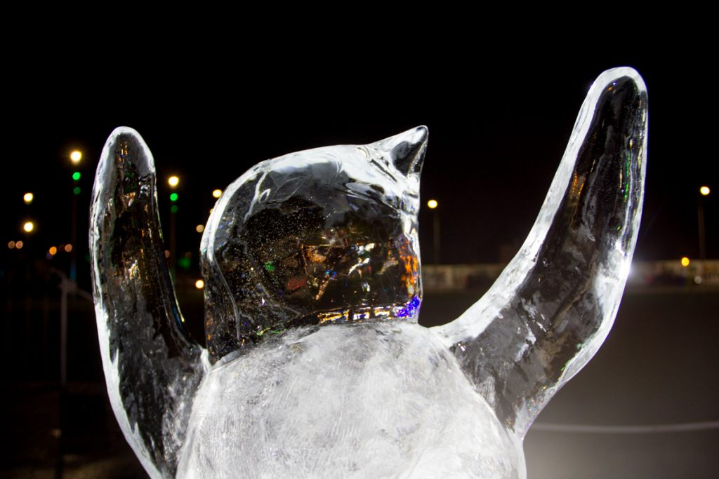 ice_sculpture_live_carving_scotland_penguin