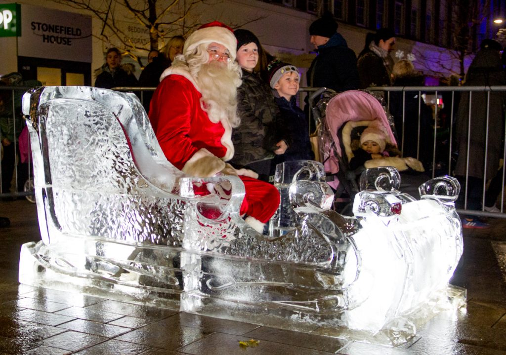 santa_claus_coming_town_ice_sculpture_displays