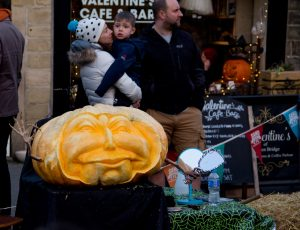 live pumpkin carving demonstrations sand in your eye
