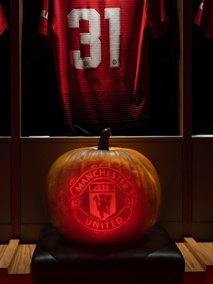 professional pumpkin carving manchester united football club sand in your eye