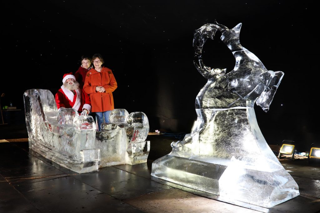 christmas ice sculpture