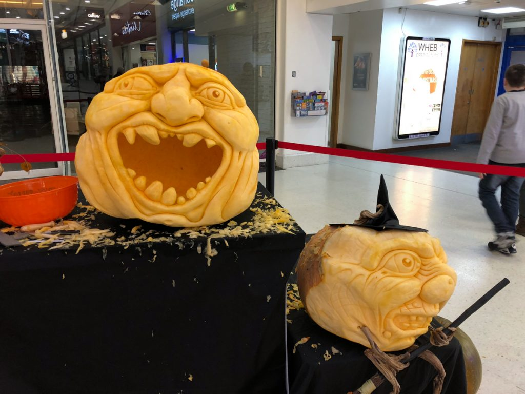 professional pumpkin carving UK