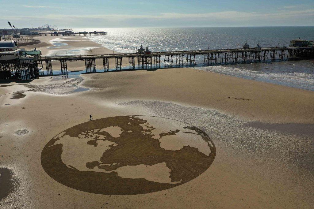 The globe sand drawing