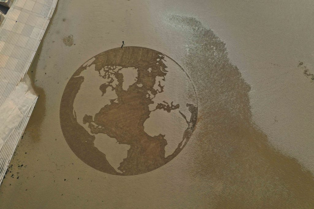 sand drawing the world