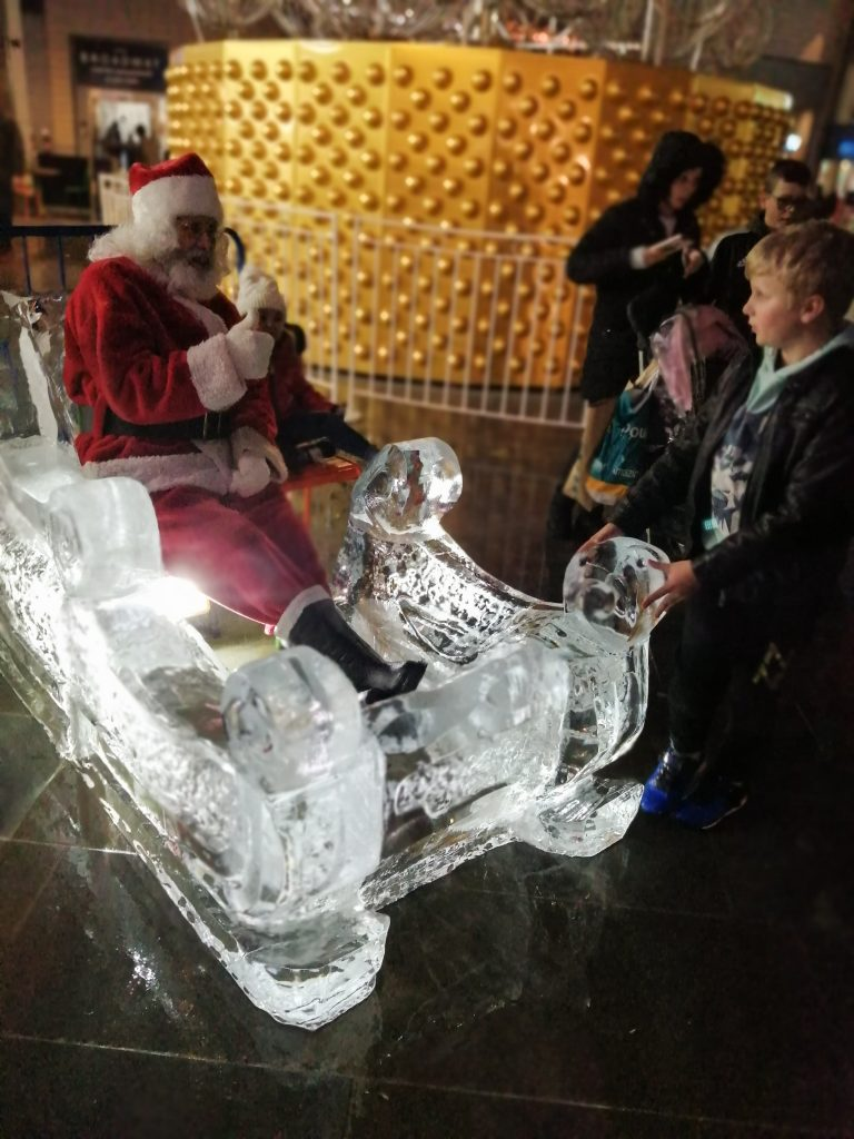 christmas event ice sculpture