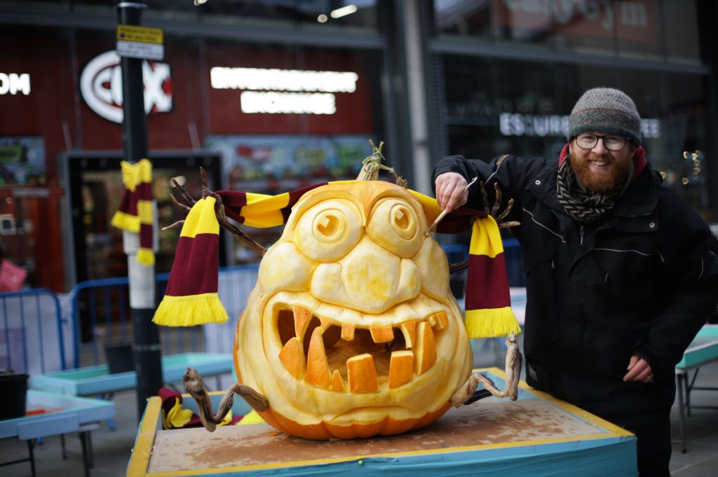 live pumpkin carving halloween