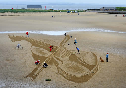 East Neuk Festival, Sand in Your Eye, giant art, big beach drawing
