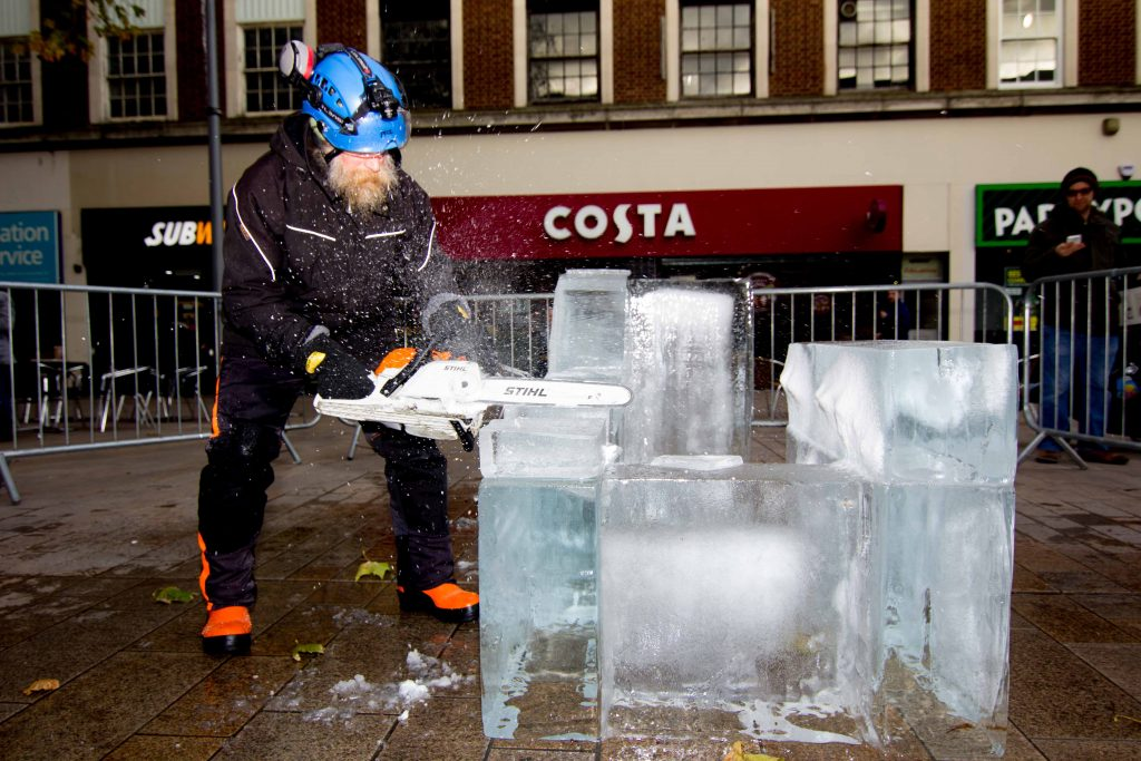 outdoor_events_professional_ice_sculptor_richard_spence