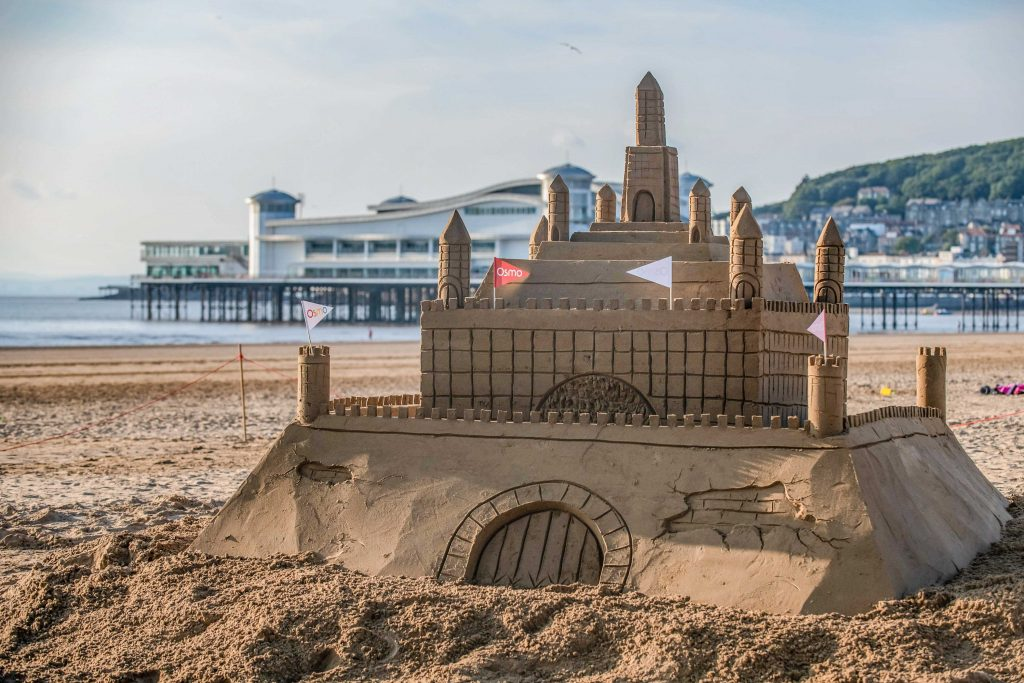 SWNS_OSMO_professional_sand_sculptors_uk